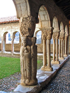Saint_Bertrand_de_Comminges_cloitre__vang_listes_2