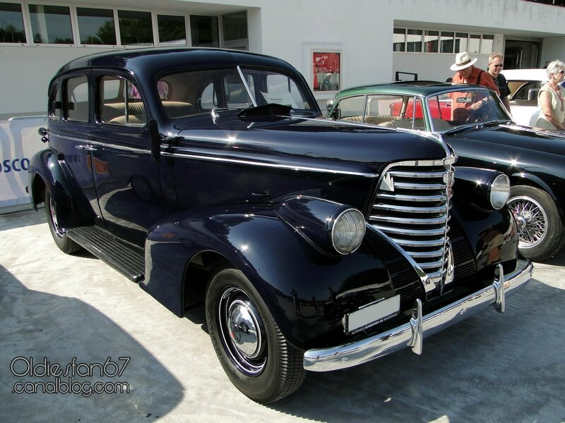 oldsmobile-six-4door-touring-sedan-1938-01