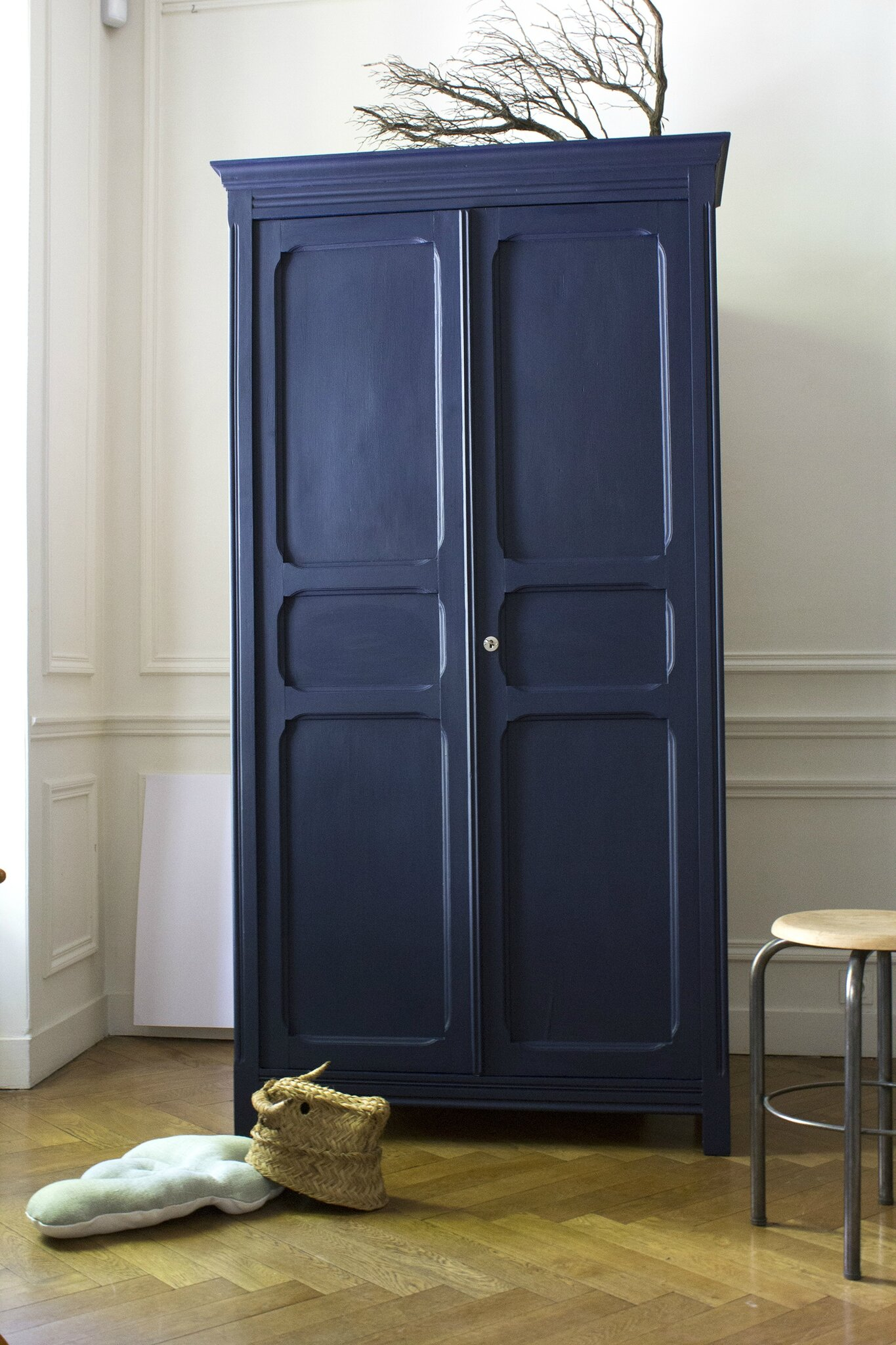 armoire parisienne bleu franc trendy little. Black Bedroom Furniture Sets. Home Design Ideas