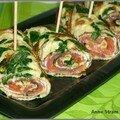 Omelette roulée aux pousses d'épinard, saumon fumé et fromage frais