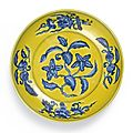 A rare Yellow-Ground Blue And White 'Gardenia' Dish, Mark and Period of Zhengde (1506-1521)