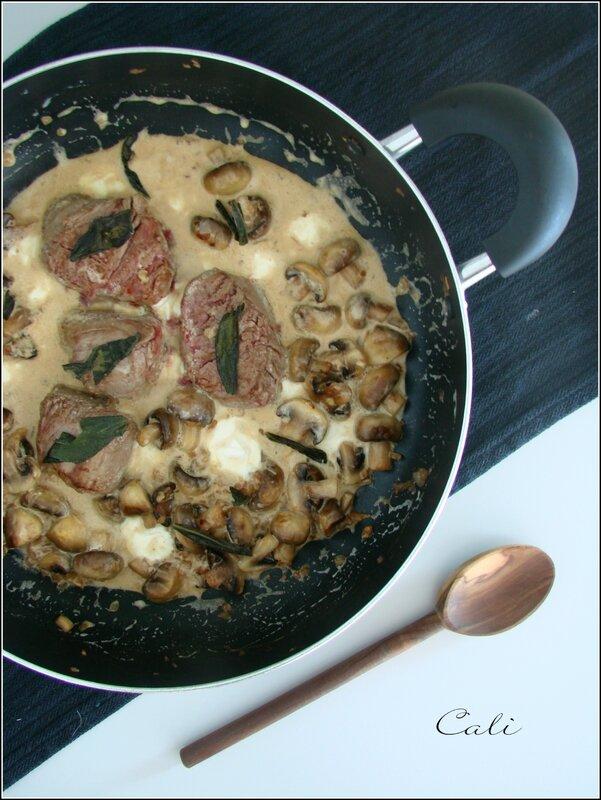 Médaillons de Filet de Boeuf à la Sauge & aux Champignons, Sauce Crémeuse à la Mozzarella 001