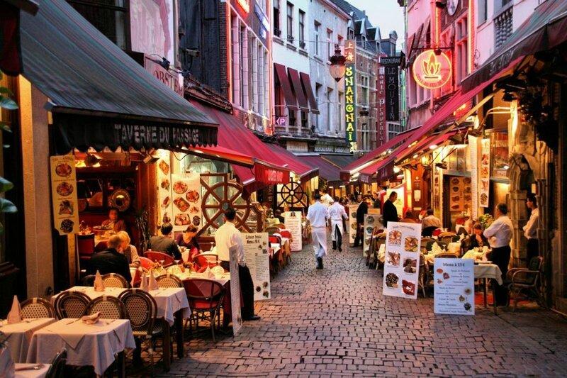 20-evening-view-of-restaurants-in-brussels-belgium