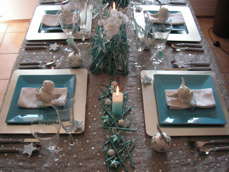 Pict0032 0002 photo de table no l argent turquoise a for Decoration de table de noel argent