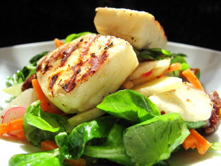 salade_de_m_che_radis__pommes_et_poires_au_halloumi_grill__02