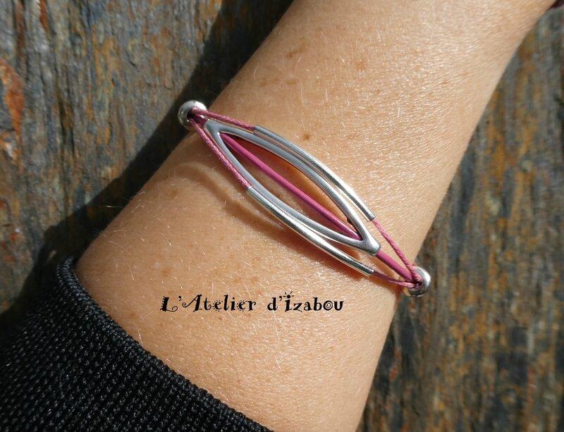 P1000379 Bracelet fin cuir et coton ciré rose et passant long, perles métal argenté