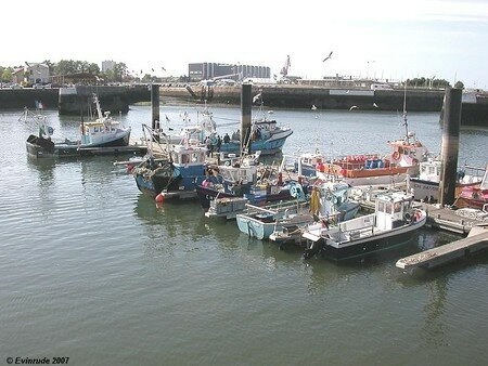 Evin_Cherbourg_port01