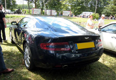 Aston_martin_DB9_coupe_de_2005_02