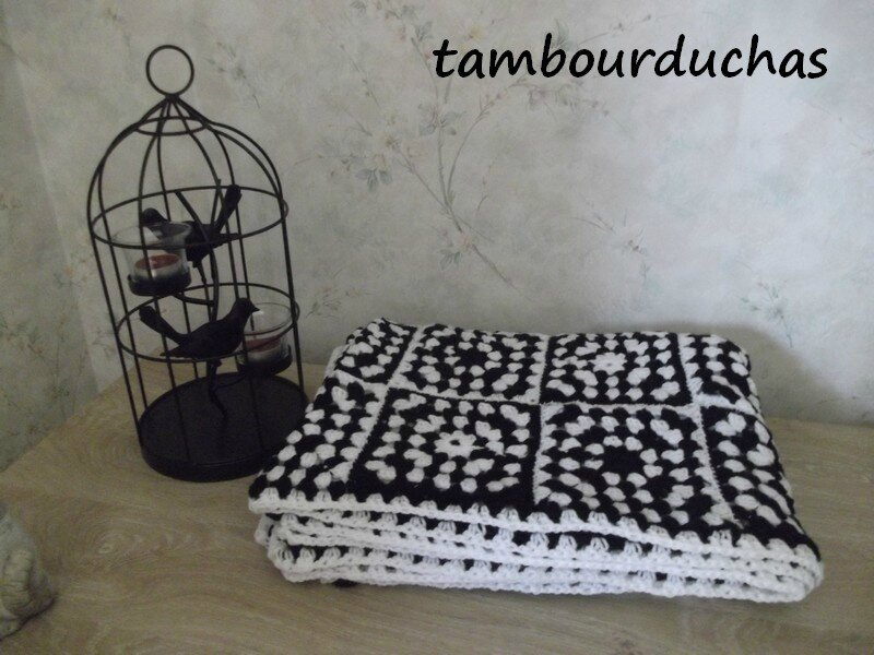 plaid noir et blanc fini granny mania. Black Bedroom Furniture Sets. Home Design Ideas