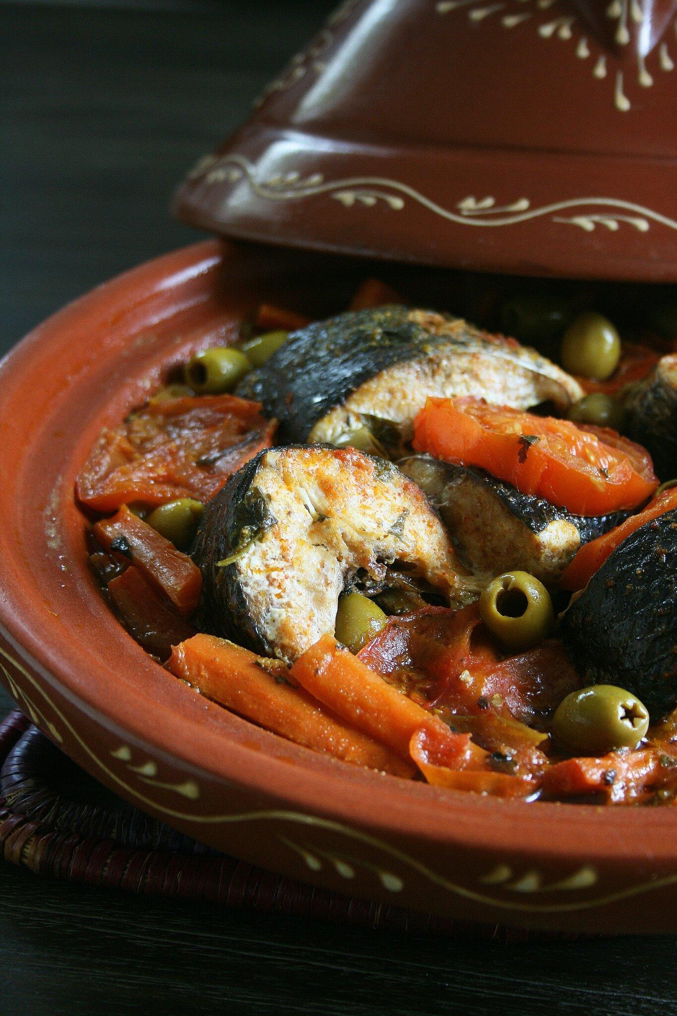 Tajine de mulet noir, carottes et olives