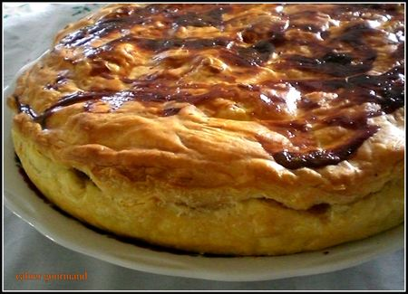 tourte_camembert_avant_coupe