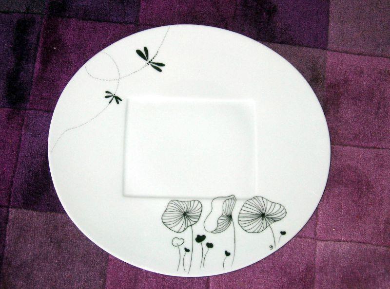 grande assiette en noir et blanc rosepistache porcelaine. Black Bedroom Furniture Sets. Home Design Ideas