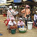090_route de Kratie_village de Skuon_marché