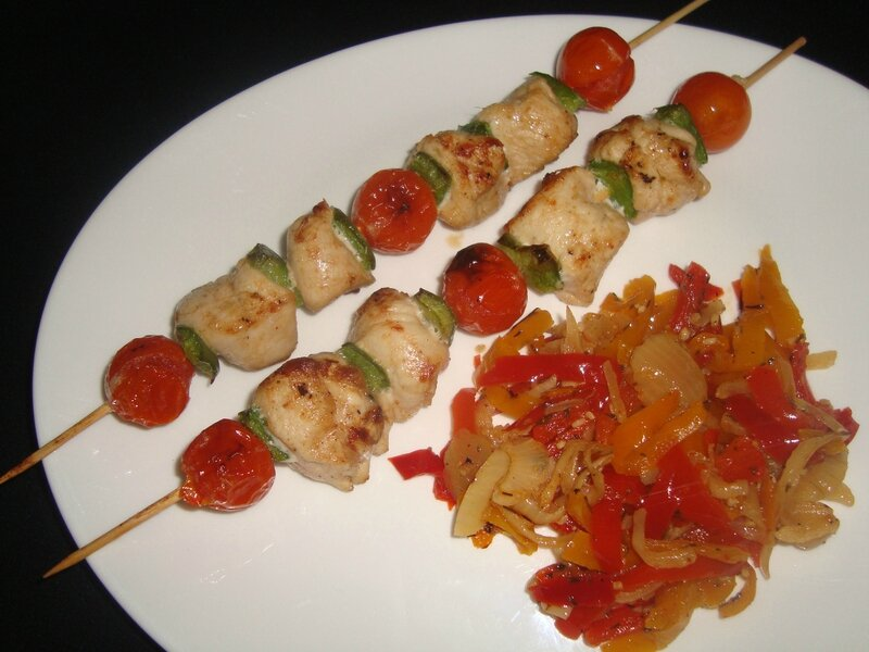 brochettes de poulet tandoori aux tomates cerise et au poivron vert blogs de cuisine. Black Bedroom Furniture Sets. Home Design Ideas