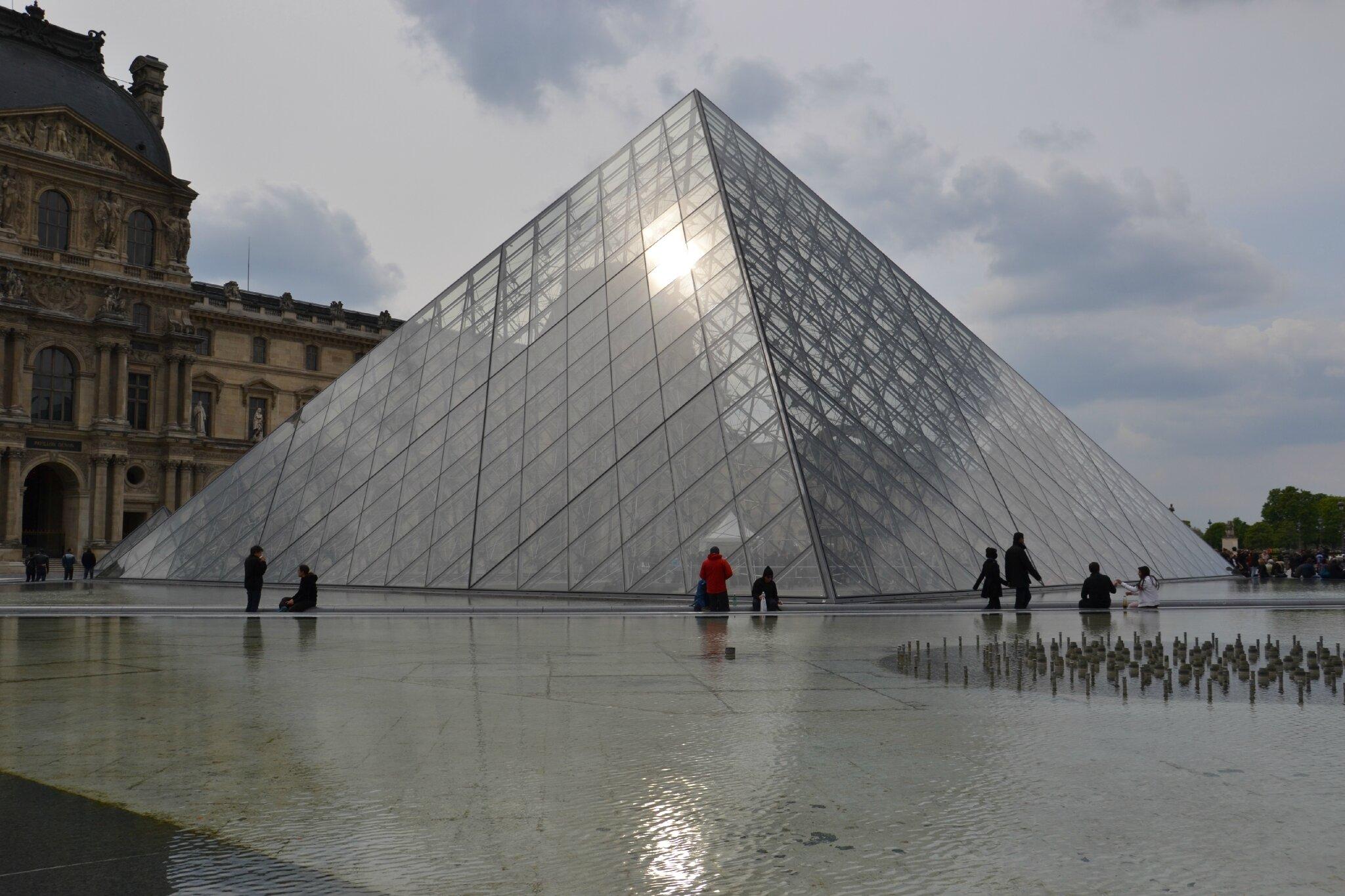 De la pyramide du louvre aux tuileries food coaching - Qui a construit la pyramide du louvre ...