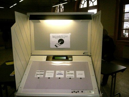 machine___voter_St_Cham_9_mars_2008__1_