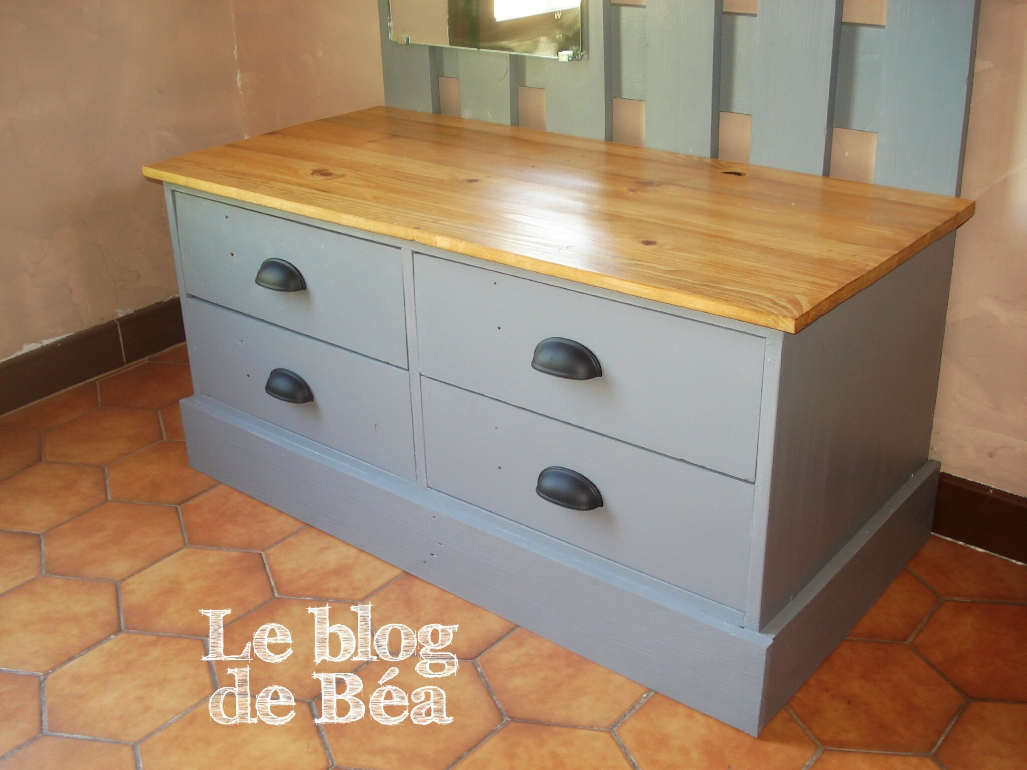 diy vestiaire d 39 entr e en bois de palettes et m dium le blog de b a. Black Bedroom Furniture Sets. Home Design Ideas