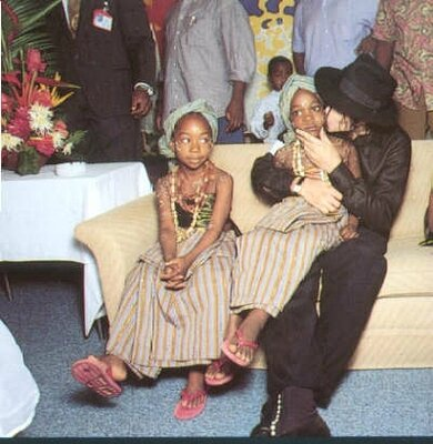 On-Tour-In-Africa-In-1992-michael-jackson-34006933-390-400