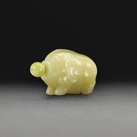 A_yellow_jade_snuff_bottle