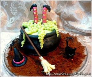 gâteau sorcière tombée dans son chaudron_halloween 2012