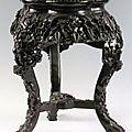 Sellette en bois de fer sculpté. extrême-orient, fin xixe siècle