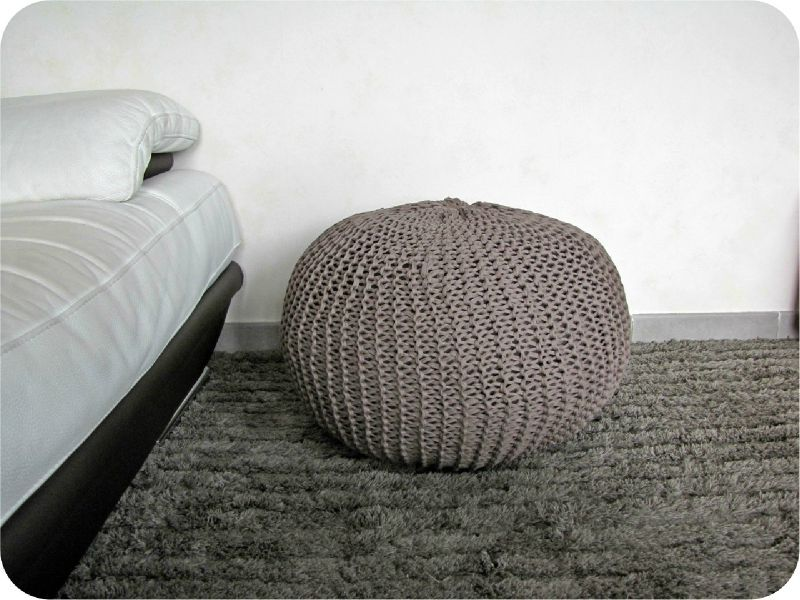 pouf en tricot a vendre meuble de salon contemporain. Black Bedroom Furniture Sets. Home Design Ideas