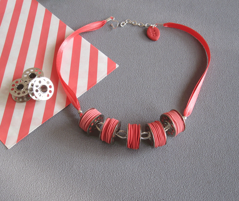 collier canette corail 25€