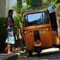 Jeune fille et rickshaw