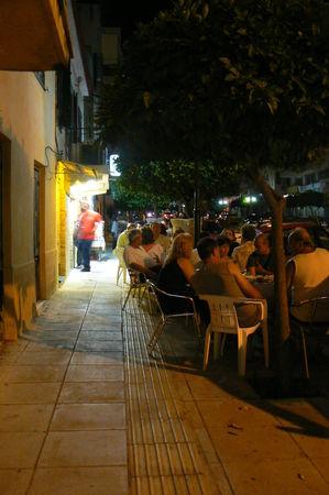 tables_sur_la_rue