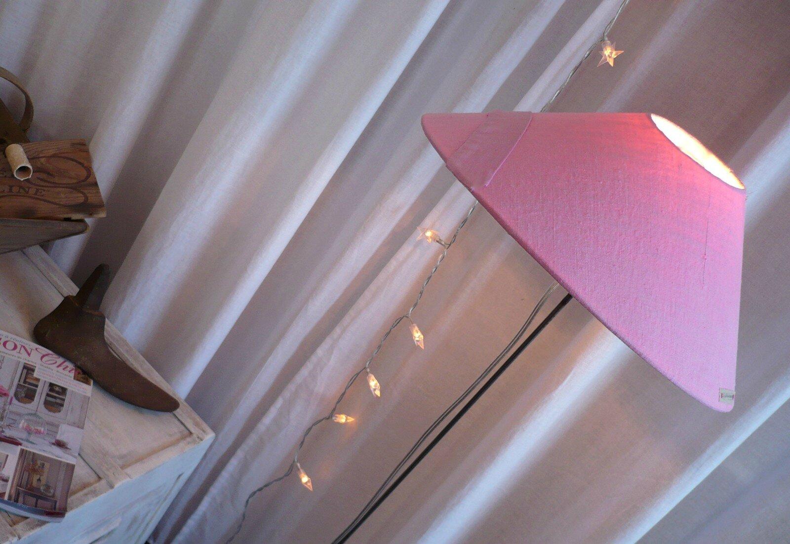 les ann es 50 sont dans la tendance l 39 abat jour se met la page lafilleduhangar. Black Bedroom Furniture Sets. Home Design Ideas