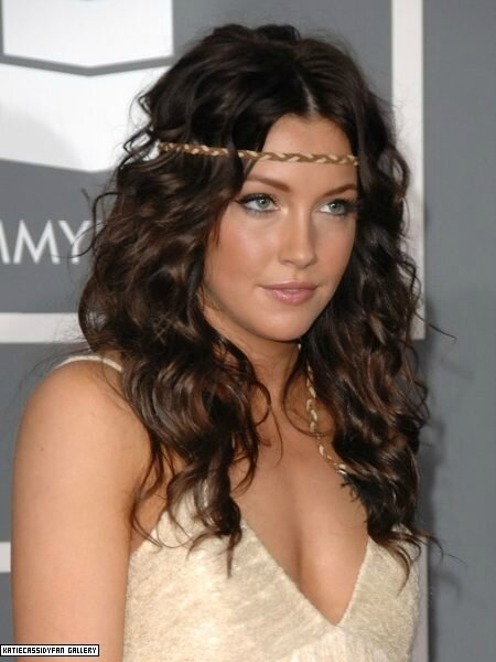 Katie-Cassidy-curls-with-headband-2017-450x600