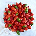 Joli et délicieux gâteau rhubarbe, vanille et fraises (inspiration fantastik)