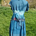 2014-03 ensemble gilet +robe Nomade bleu Sylvie avec Noémi
