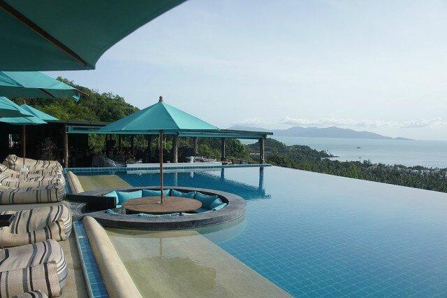 le bar piscine pour une piscine tr s haut de gamme une. Black Bedroom Furniture Sets. Home Design Ideas