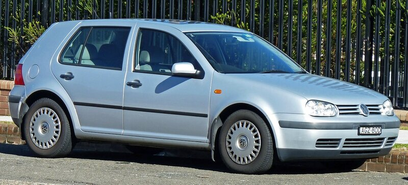 1280px-1998-1999_Volkswagen_Golf_(1J)_GLE_5-door_hatchback_01