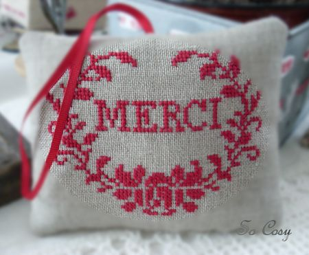 coussin_brod__point_de_croix_merci