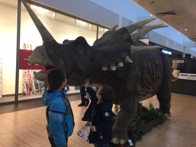 Nous sommes all s chateaufarine voir les dinosaures 2 - Centre commercial chateaufarine ...