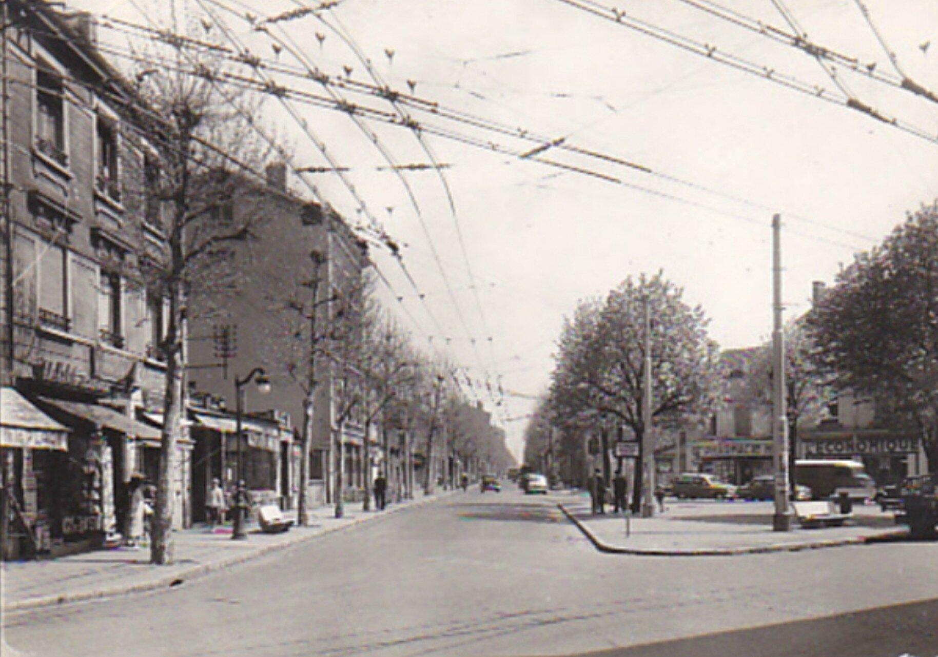 Place Henri : Commerces de Montchat Années 1960/70…