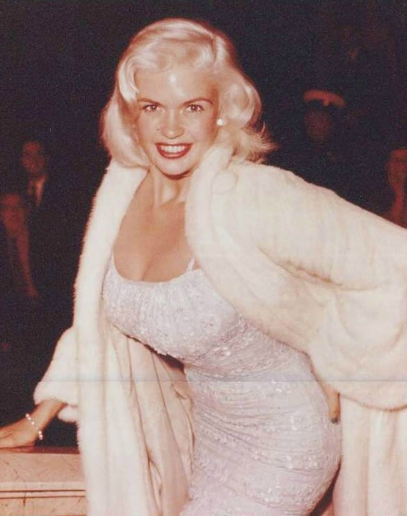 jayne-1959-09-18-london-leicester_square-empire_cinema-2