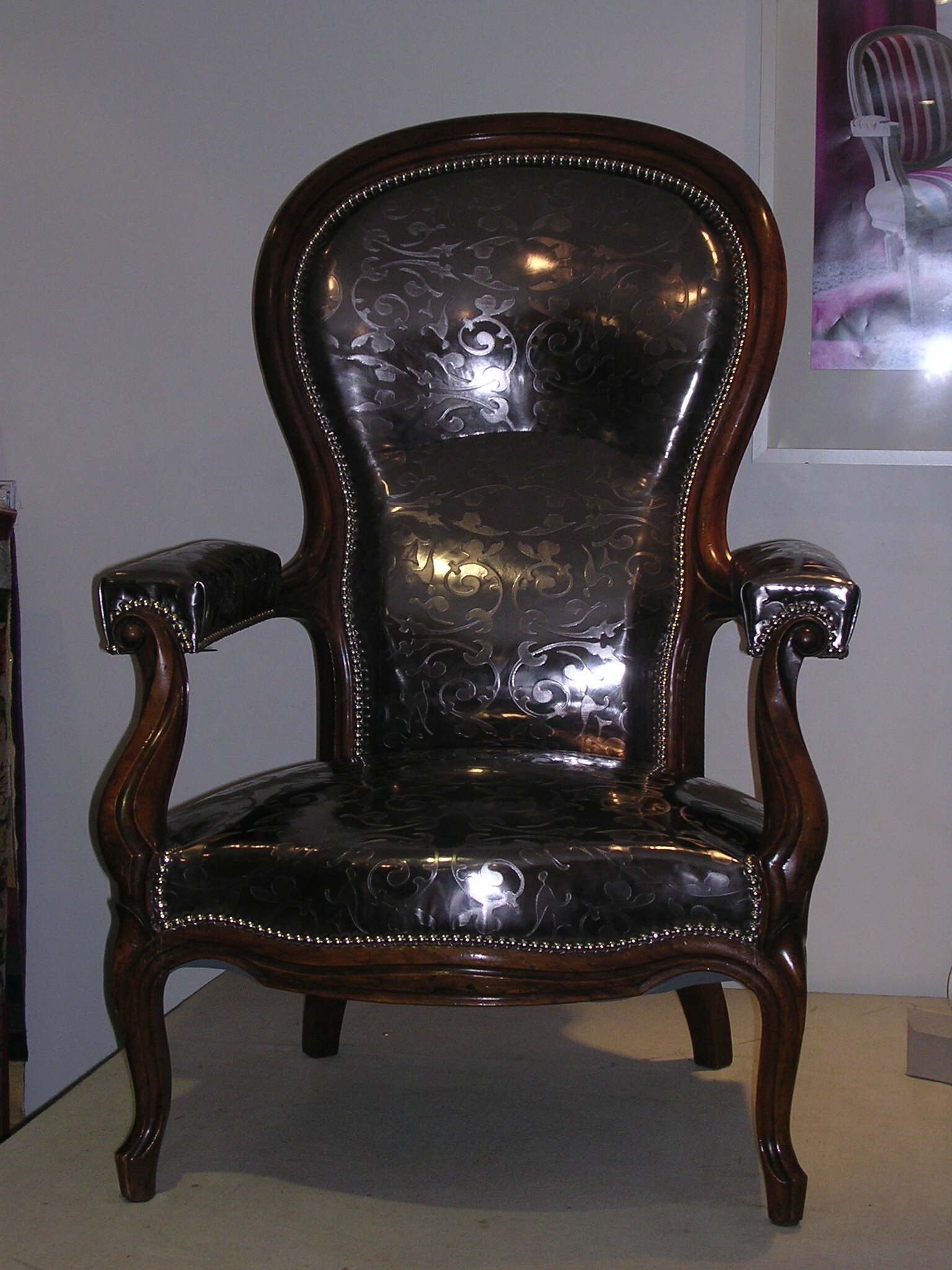 fauteuil louis philippe cr maill re photo de r fection. Black Bedroom Furniture Sets. Home Design Ideas