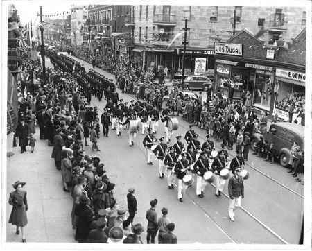 Avenue Mont-Royal parade_festival commerce 1941 SDAMR