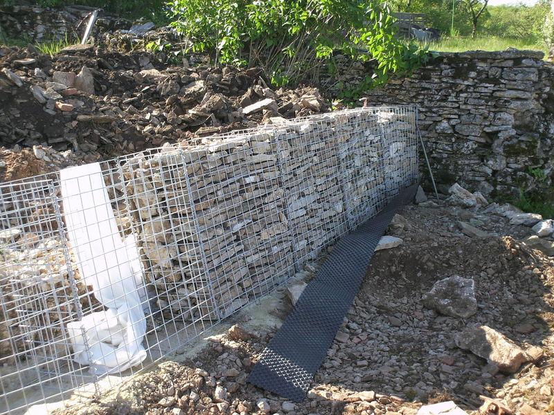 Cr ation d 39 un mur en gabions une retraite pas comme les aut - Comment fabriquer un gabion ...