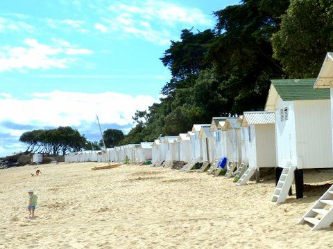cabines de plage aux dames bois de la chaise noirmoutier en l 39 ile mes photos de vacances. Black Bedroom Furniture Sets. Home Design Ideas