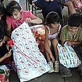 el afán de abrir el regalo