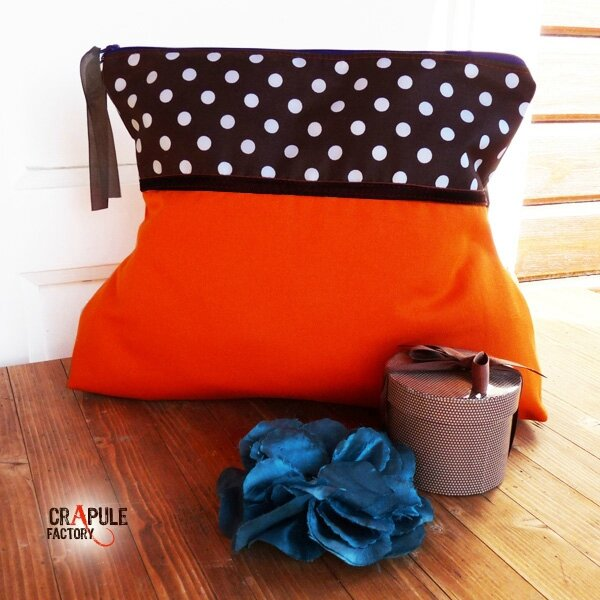 grosse-trousse-de-toilette-retro-chic-ma-biche-orange-et-marron-pois