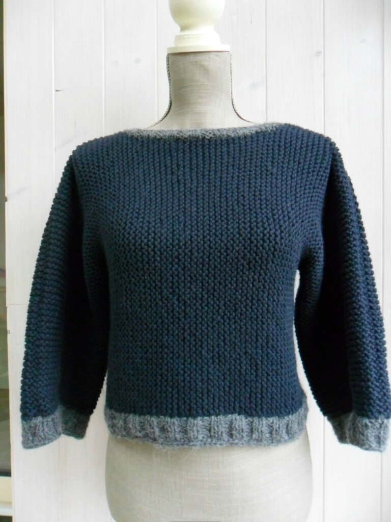 Un petit pull au point mousse tout simple les - Point tricot facile joli ...
