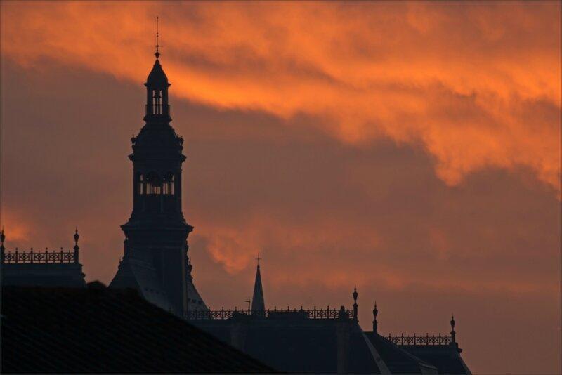 Ville lever soleil 151117 10 YM mairie nuages colorés