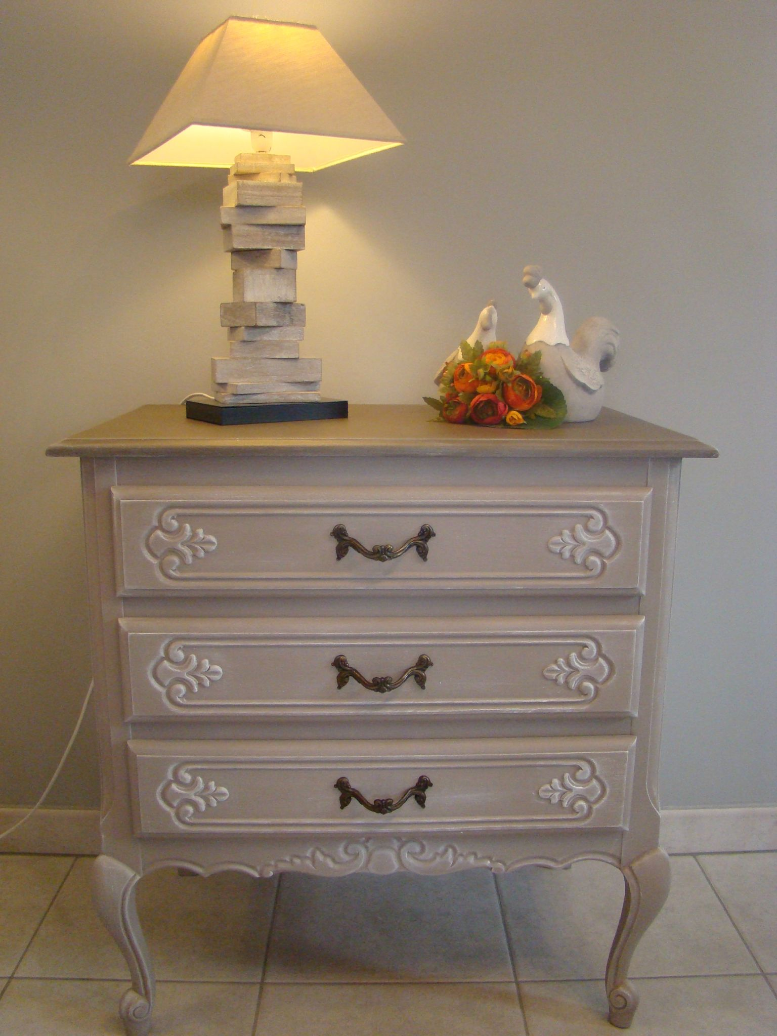 commode blanche taupe
