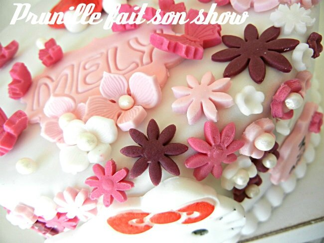 gateau hello kitty pâte a sucre prunillefee 3