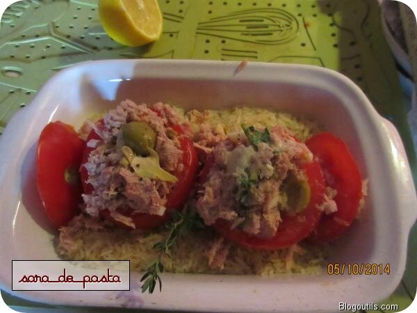 Tomates farcies au thon à la grecque.
